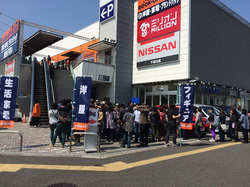 オープン当日の「BOOKOFF SUPER BAZAAR 14号千葉幕張店」。新規店舗の開店初日には可能な限り駆けつける。