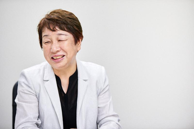 「夫と取引して出張に行っていた」と語る橋本さん