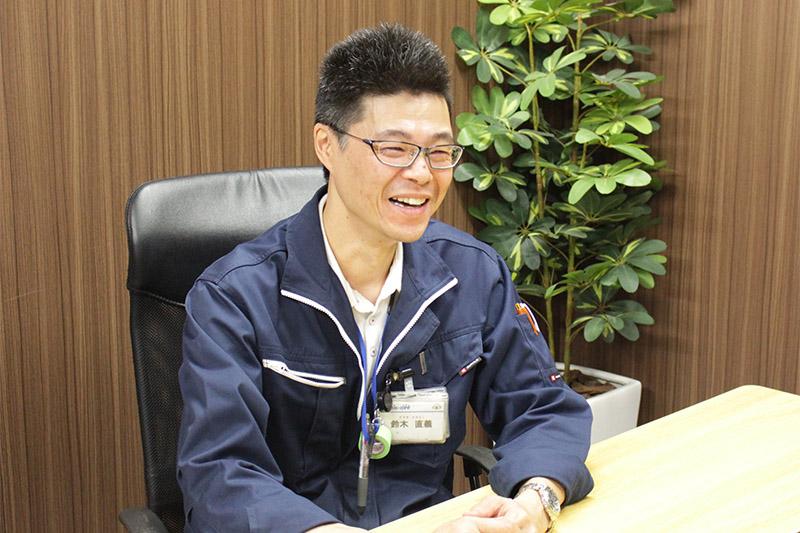 笑顔で話す鈴木さん