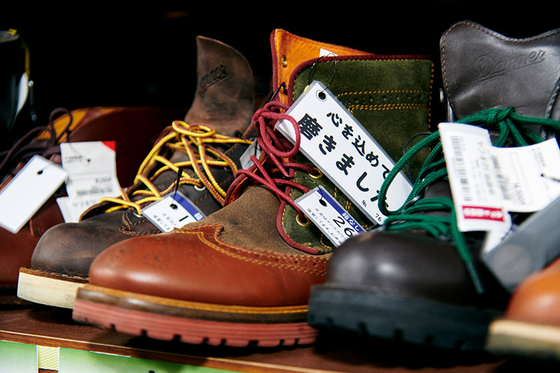 ブーツの並ぶ棚