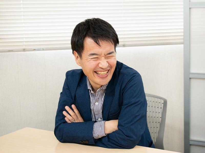 思い出話に花を咲かせる小野沢さんの笑顔。