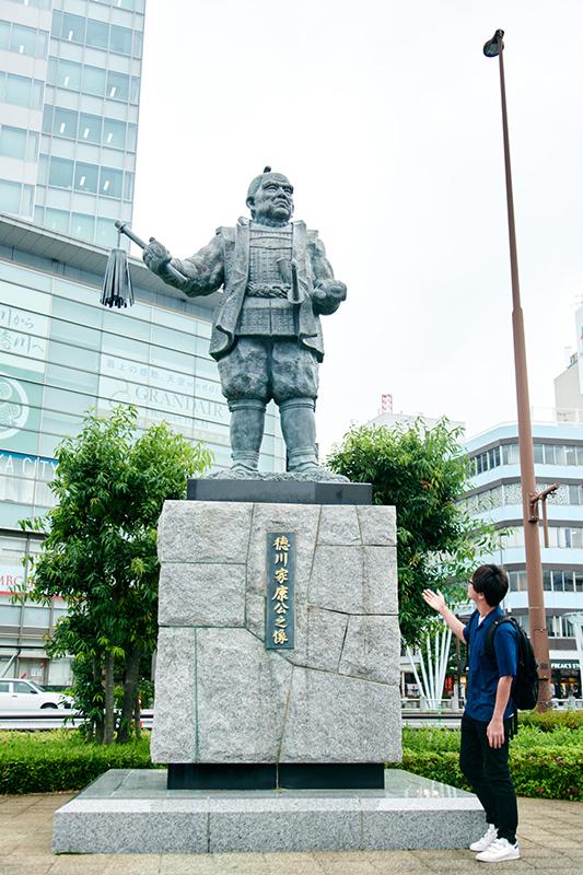徳川家康像とオケモトさん