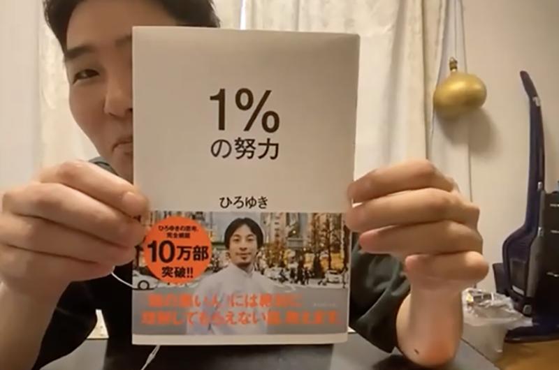 購入品を紹介する田村さん